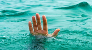 hand boven water